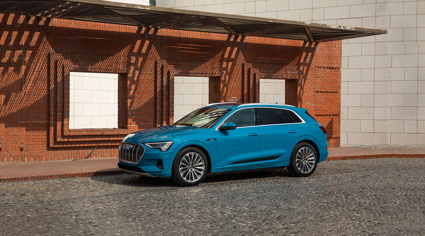 Nuevo Audi e-tron. Beauty works anywhere